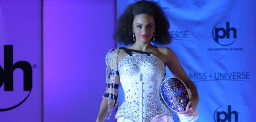 Miss Univers 2017:  Alicia Aylies épinglée par le CIO pour son costume national