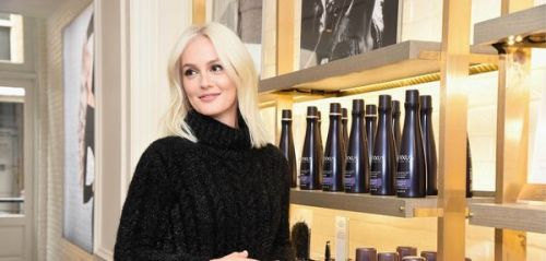 Relooking capillaire:  Leighton Meester a opté pour le blond platine