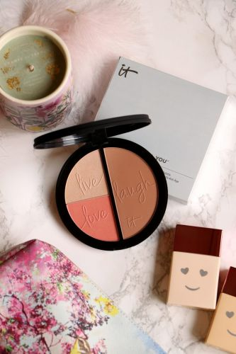 Un joli teint avec la palette Live, Love, Laugh d'It Cosmetics ?