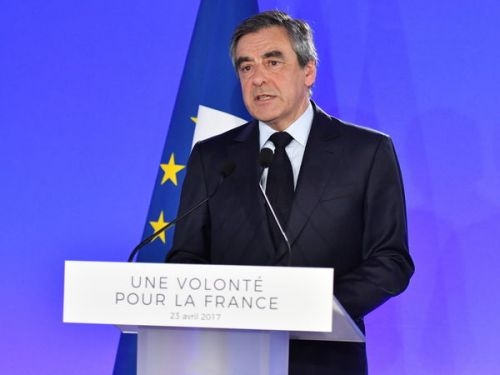 Comment François Fillon a dû supplier Robert Bourgi de lui reprendre ses costumes