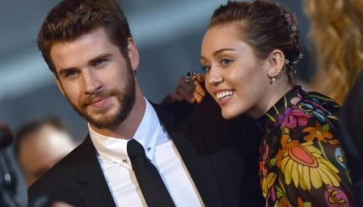 Miley Cyrus ultra glamour et sexy pour The Voice USA, Liam Hemsworth dit OUI