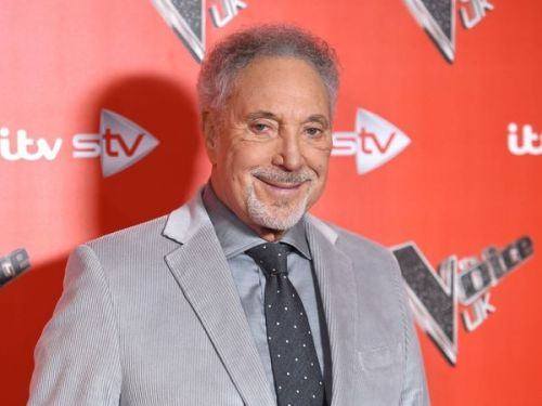 Le chanteur Tom Jones hospitalisé en raison d'une infection bactérienne