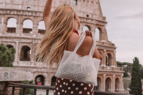 Comment adopter le sac en perles ? 20 looks inspirants