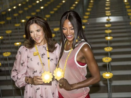 PHOTOS. Mary de Danemark et Naomi Campbell, complices à la Fashion Week