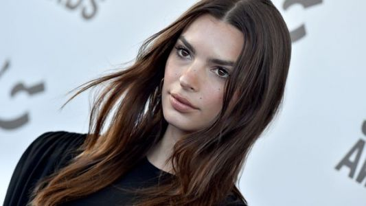 Emily Ratajkowski enceinte:  le Top attend son premier enfant