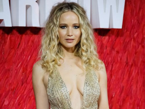 PHOTOS. Jennifer Lawrence ose le décolleté plongeant