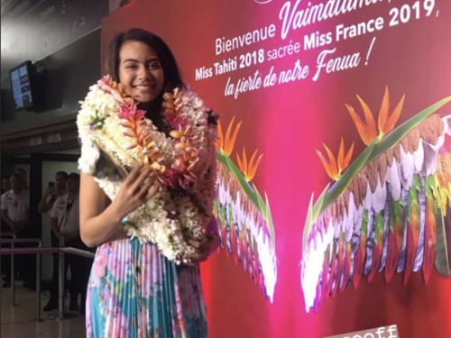 PHOTOS.Vaimalama Chaves, Miss France 2019, accueillie comme une star à Tahiti