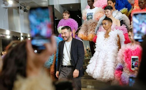En images:  Tomo Koizumi, le plus populaire des designers de la Fashion Week new-yorkaise