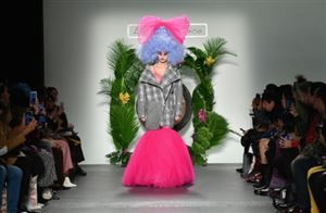 """Laurence and Chico"", un duo décoiffant à la Fashion Week de New York"