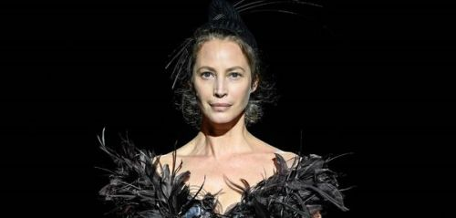 PHOTOS. Nostalgie. Le top model Christy Turlington, de retour sur les podiums après plus de 25 ans d'absence