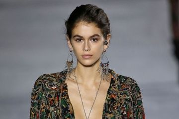 Kaia Gerber, sublime pour Saint Laurent