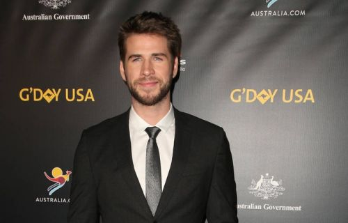 VIDEO. Hospitalisé, Liam Hemsworth n'a pas pu assister aux Grammy Awards