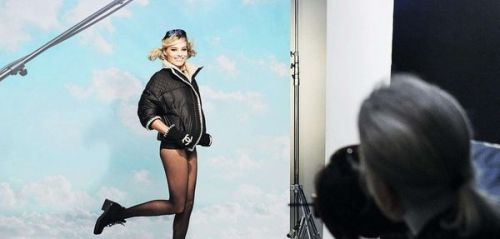 Making-of : Margot Robbie, ambassadrice de la collection Coco Neige de Chanel