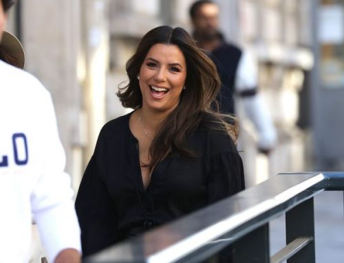 PHOTOS. Eva Longoria s'éclate à Paris, avec son fils Santiago, pour la Fashion Week