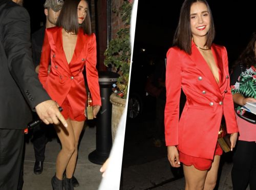 Nina Dobrev:  On craque pour son blazer en satin rouge !