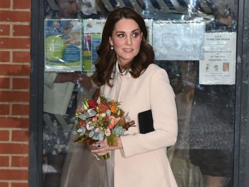 PHOTOS. Madame Tout-le-Monde ? Quand Kate Middleton recycle ses manteaux de grossesse