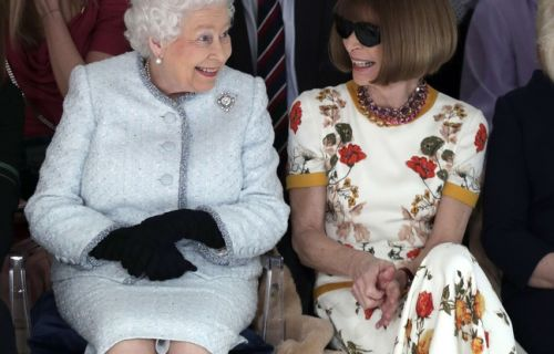 Fashion Week de Londres: «Oh my God !» Elizabeth II assiste à son premier défilé avec Anna Wintour