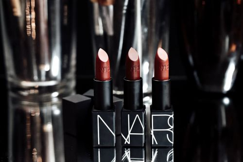Nars Iconic Lipstick Mat:  Excellent !
