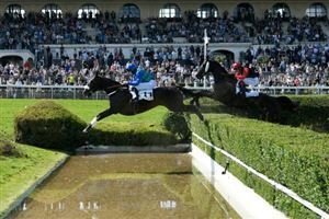Grand Steeple-Chase de Paris:  On The Go victorieux et triple chute