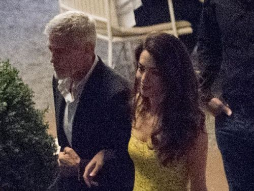 PHOTOS. Quand Amal Clooney attire tous les regards lors d'un dîner au restaurant
